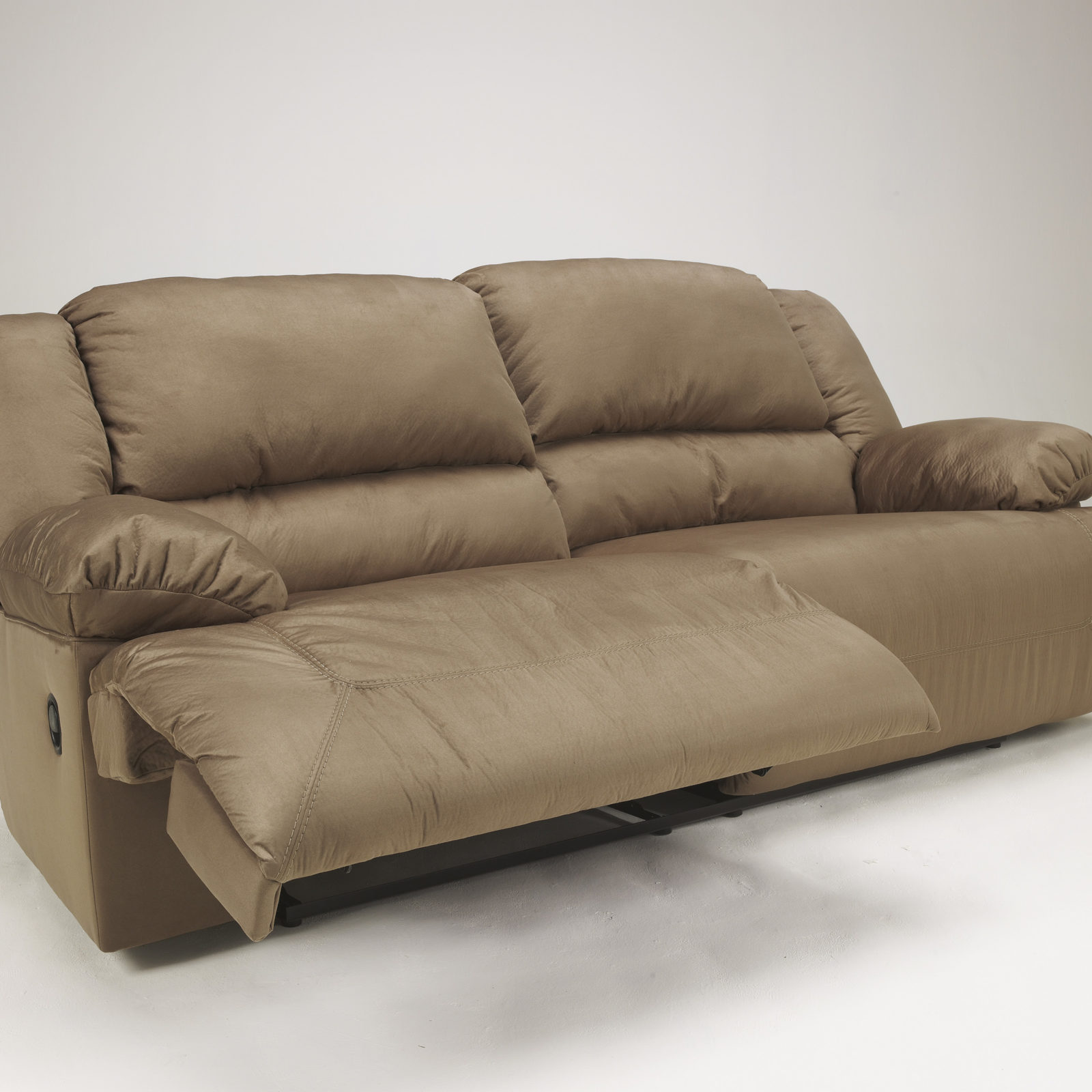 Signature Design Hogan Reclining Sofa Harrington Home Furniture